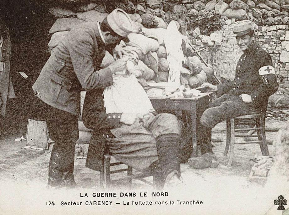 La guerre dans le Nord. Secteur de Carency. La toilette dans la tranchée. Archives départementales du Pas-de-Calais, 12 J 356.